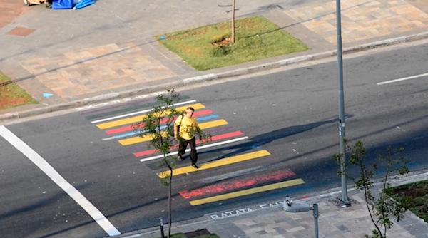 Faixa de pedestres colorida no Largo da Batata, zona oeste de São Paulo. Foto: Divulgação