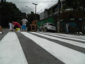 Faixa de pedestres pintada pela comunidade perto da Praça das Corujas. Foto: Carolina Ferres