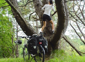Colunista do Vá de Bike aprecia cada detalhe de natureza que encontra pela frente. Foto: Raquel Jorge