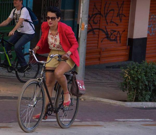 """A estudante de arquitetura Enne Maia: """"é fundamental que todas as ciclistas e minorias em geral participem porque até nos movimentos de bike encontramos atitudes esdrúxulas do patriarcado"""". Foto: Reprodução"""