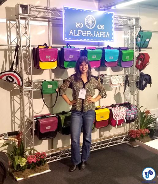 Priscila Moreno, da Alforjaria: cores e funcionalidade em suas bolsas e alforjes. Foto: Willian Cruz