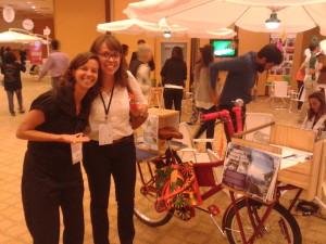 Gabriele Valente (esq.), do Viva Bairro, e a repórter do Vá de Bike Aline Souza. Foto: Arquivo Pessoal