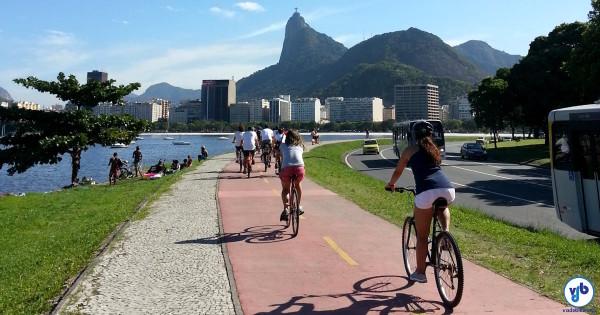 Ciclistas pedalam em ciclovia do Rio de Janeiro. Foto: Willian Cruz