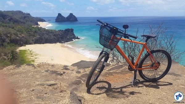 Bicicletas do sistema de compartilhamento são equipadas para permitir acesso a pontos turísticos através de trechos com terra e pedras. Foto: Willian Cruz