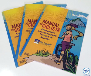 O manual do ciclista de Fernando de Noronha, elaborado pelo governo do estado de Pernambuco. Foto: Willian Cruz