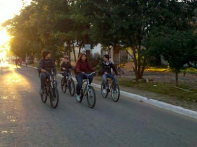 Pista da Caminhada, ocupada por crianças. Foto: Andreia Quelhas