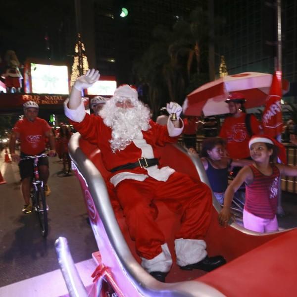 Papai Noel moderno vai de bike! Foto: Divulgação