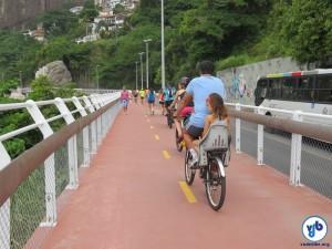 Pedestres e ciclistas compartilharam a ciclovia. Foto: Fabio Nazareth