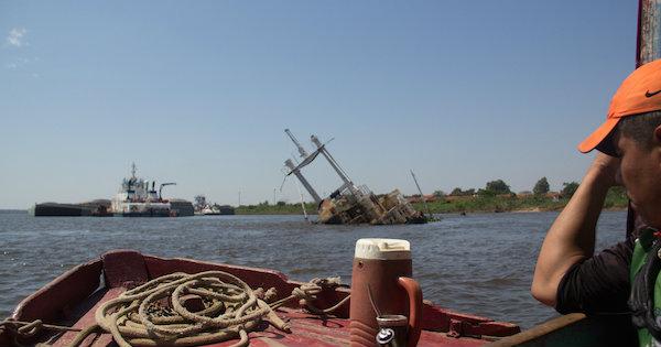 Cruzando Rio Paraguay de Barco. Foto: Pedro Sibahi