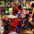 Basta pedalar a bike adaptada para ter o que beber. Foto: Arquivo/Luiz Valente