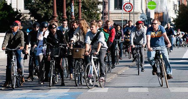 Ciclistas em Copenhagen, capital da Dinamarca: país é um dos mais amigáveis à bicicleta no mundo. Foto: Heb/Wikimedia Commons