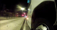 O momento em que o motorista de ônibus espreme o ciclista, numa clara tentativa de atropelamento. Imagem: Rodrigo Souza/Reprodução