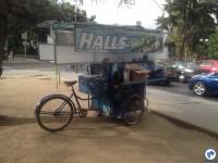 "Uma ""food bike"" nas ruas chilenas. Foto: Fabio Nazareth"