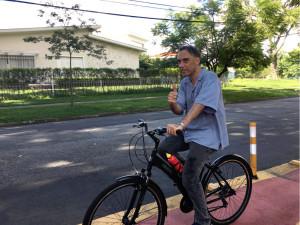 Arnaldo Antunes em ciclovia de São Paulo. Foto: Arquivo Pessoal/Divulgação