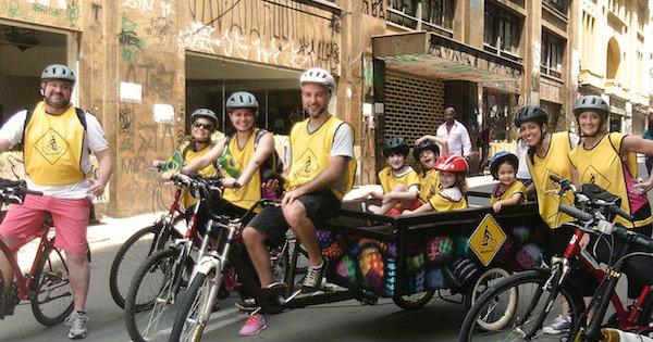 Bike Kids, um bike trailer desenvolvido para levar até 8 crianças por passeio. Foto: Divulgação