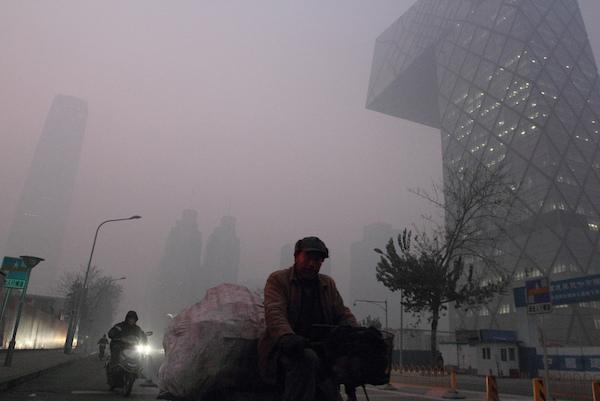 O cinza do céu de Pequim. Foto: Steven Zhang/CC BY 2.0