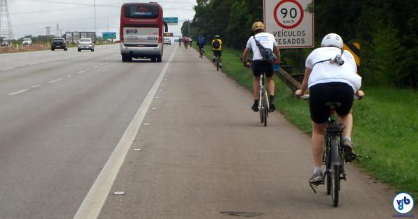Rodovias paulistas são muito usadas por ciclistas, estejam em treinamento, cicloviagem ou mesmo em deslocamento intermunicipal. Foto: Willian Cruz