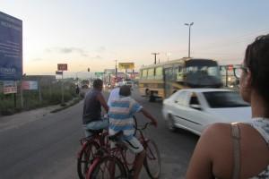 Segurança das pessoas que se deslocam de bicicleta é posta em risco no local. Foto: Divulgação/CicloMobilidade