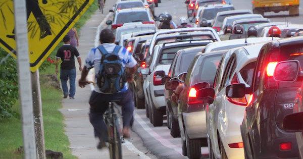 Maceió tem apenas 41km de infraestrutura cicloviária. Mínimo para garantir maior segurança seria 200km. Foto: CicloMobilidade