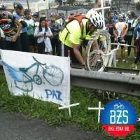 Ciclistas fazem homenagem a Valdilei Antônio Lemos, morto por um motorista embriagado em uma rodovia de São Paulo. Foto: Bike Zona Sul