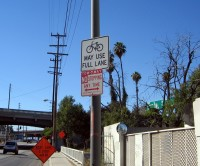Placa em Los Angeles, California (EUA). Foto: LADOT Bike Blog (cc)