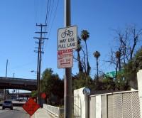 Placa em Los Angeles, California (EUA). Foto: LADOT Bike Blog (cc)