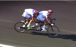 Atletas da categoria B participando de uma prova do ciclismo de estrada. Imagem IPC/Reprodução