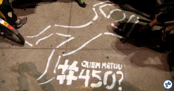 Corpos desenhados no asfalto questionam mortes no trânsito. Foto: Fabio Miyata