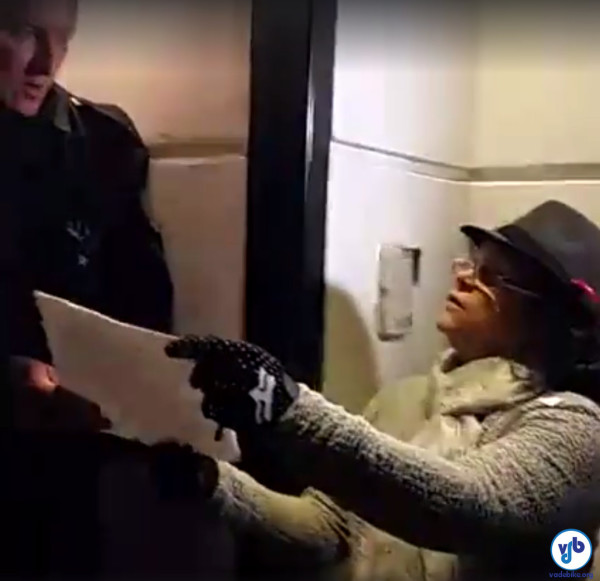 Uma carta foi entregue ao segurança, que se comprometeu a entregá-la a João Doria Jr. (PSDB), prefeito eleito de São Paulo. Imagem: Willian Cruz