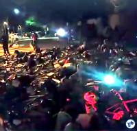 Manifestantes deitaram no asfalto, simbolizando os mortos no trânsito. Imagem: Willian Cruz