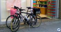 Bicicletas estacionadas sem proteção em frente a comércio que ainda não percebeu que seus clientes também chegam de bicicleta. Foto: Willian Cruz