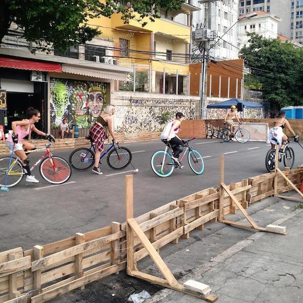 Bike polo na Rua Sapucaí. Foto: Jessica de Almeida