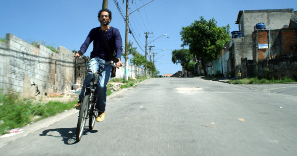 """Eduardo """"Magrão"""", do coletivo Bike Zona Leste, é um dos ciclistas retratados pelo documentário. Foto: Divulgação"""