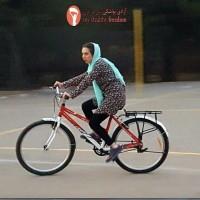 mulher iraniana ciclista pedalando 1 - IranianWomenLoveCycling