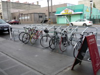 Bike corral em avenida de Seattle (EUA). Foto: SDOT (cc)