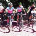 Marci Gomes Finoti e amigas, com o Heitor na cadeirinha - Carangola-MG