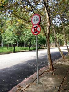 Algumas das placas de sinalização já haviam sido recolocadas na manhã dessa quarta-feira. Foto: Daniel Guth
