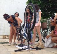 Em oficinas, encontros e eventos, Ciclanas estimulam não só o debate, mas também a autonomia e independência das mulheres que pedalam. Foto: Divulgação