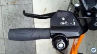 Além de fornecer instruções, cobertura sobre os manetes de freio agrega resistência ao conjunto. Foto: Willian Cruz/Vá de Bike