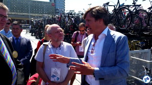 Avelleda conversou com o responsável pelo trânsito de Amsterdam, Pieter Litjens, e pedalou com ele para conhecer a estrutura da cidade. Foto: Willian Cruz/Vá de Bike