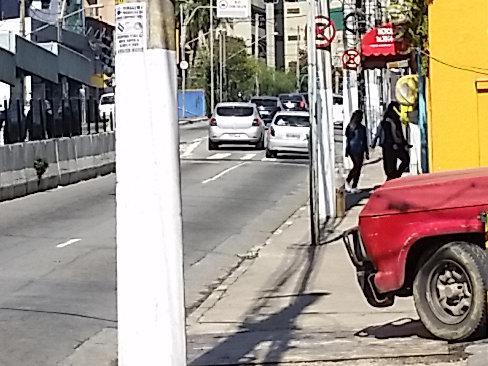 Inóspita: visão de cidade centrada no automóvel matou o comércio e a convivência na avenida Santo Amaro, zona sul da capital paulista. Foto: Willian Cruz